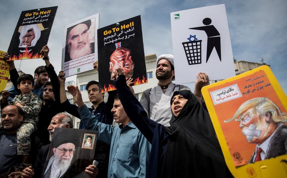 Protesty v Teheránu proti odstoupení USA od iránské jaderné dohody