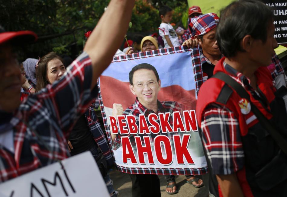 Příznivci souzeného guvernéra Jakarty zvaného Ahok