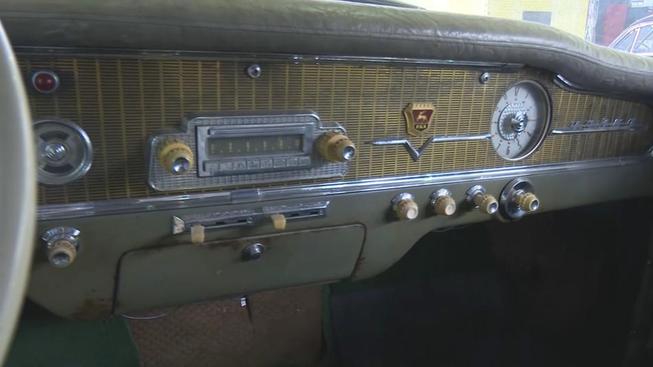 Palubová deska limuzíny Čajka