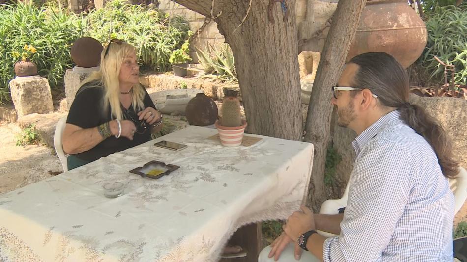 Rina Aviviová během rozhovoru se zpravodajem ČT Jakubem Szántó