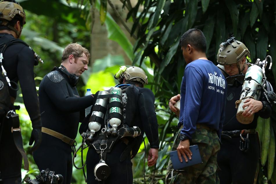 Na záchranné akci se podílí mezinárodní tým záchranářů