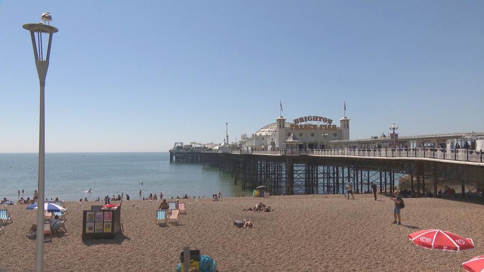 Brighton je vyhledávaným letním cílem Britů