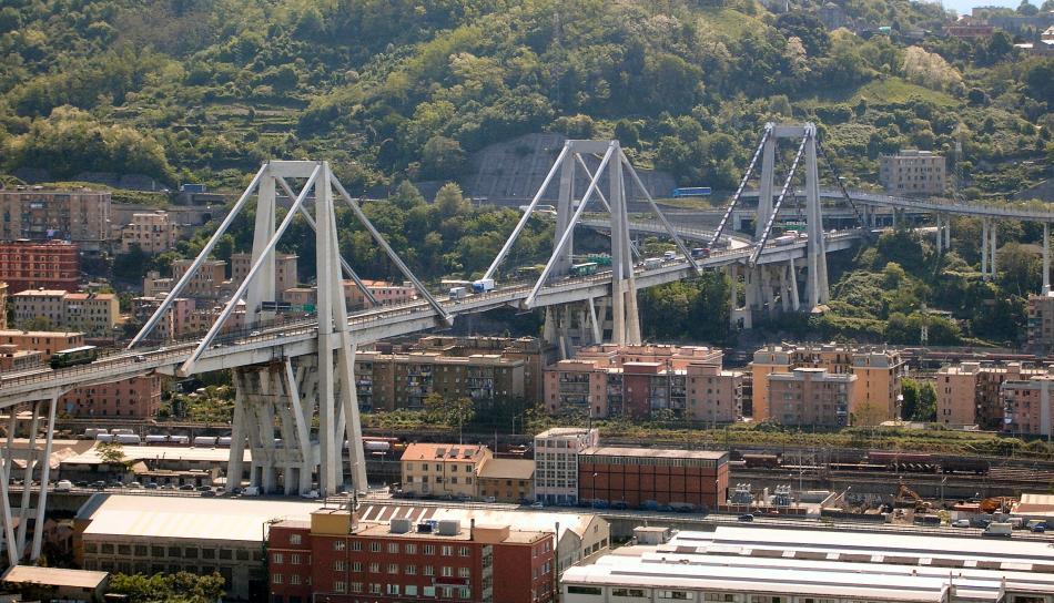 Most Morandi v Italském Janově před zřícením