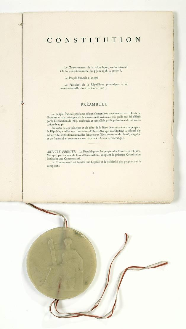Ústava z 4. října 1958 se stala základem páté francouzské republiky
