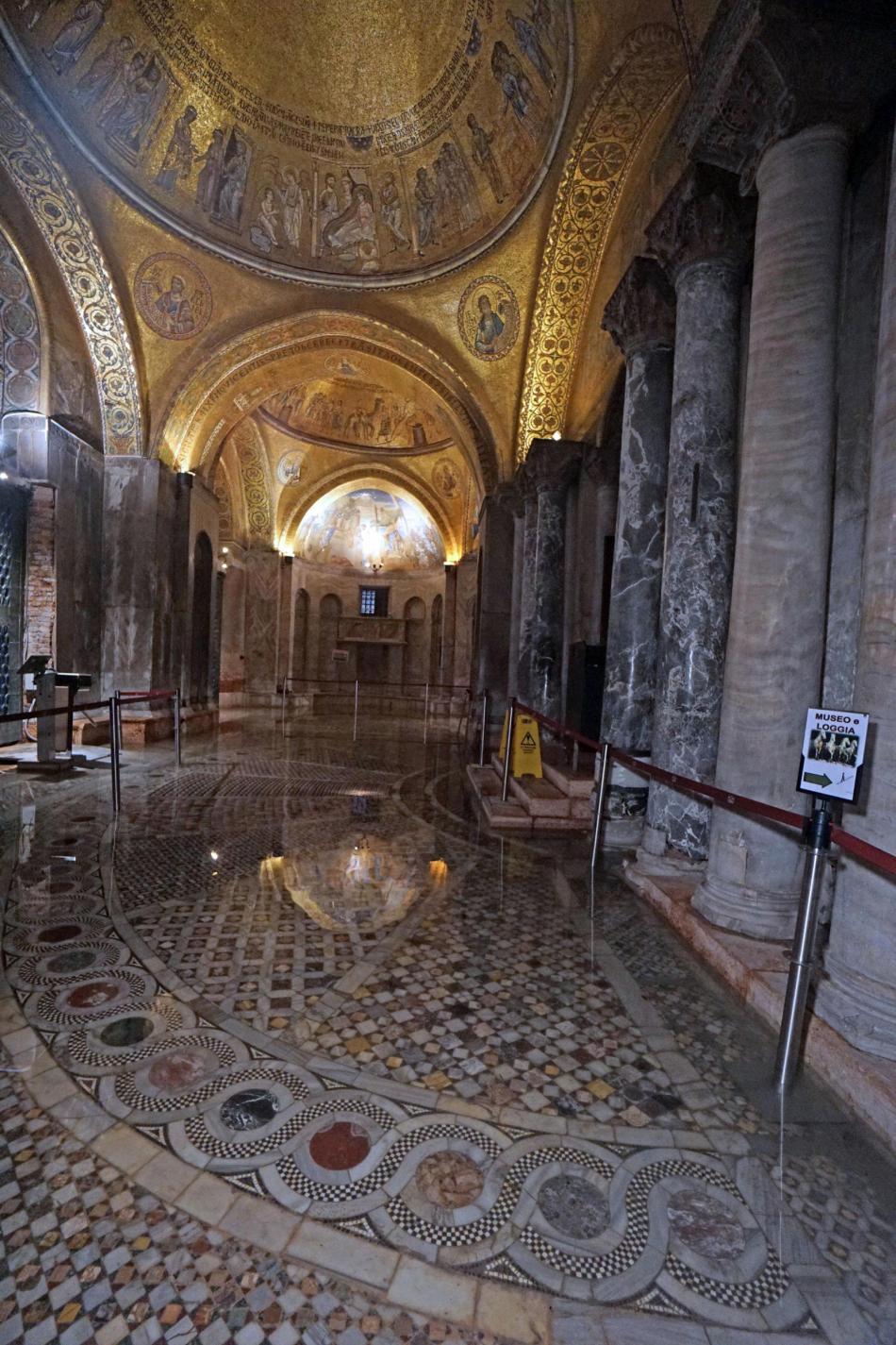 Zaplavená podlaha v benátské bazilice svatého Marka