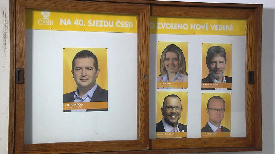 Fotografie Jiřího Zimoly už zmizela z vitríny s portréty vedení ČSSD v Lidovém domě