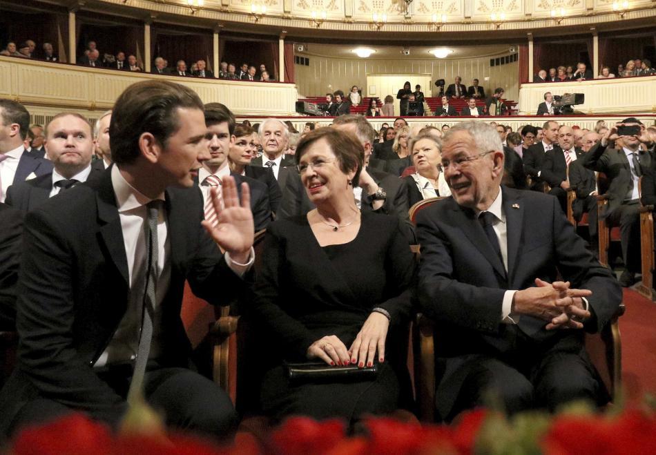 Kancléř Kurz společně s prezidentem Van der Bellenem ve Státní opeře