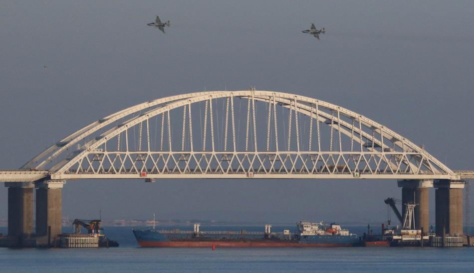 Ruské stíhačky nad zablokovaným Kerčským průlivem