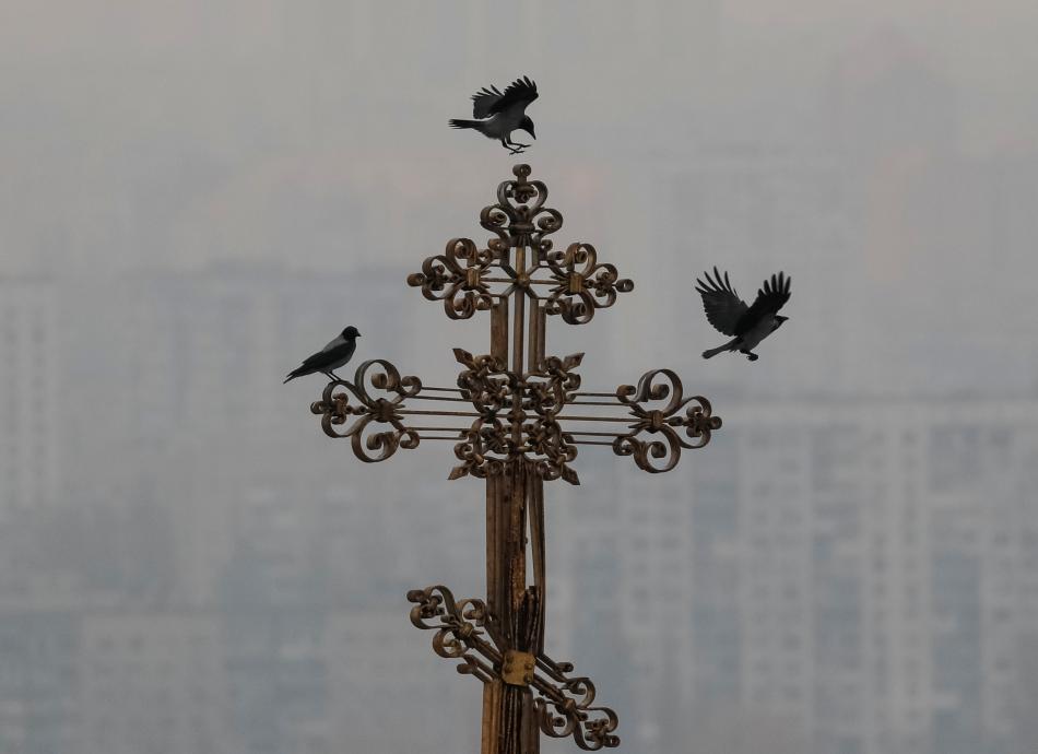 Kříž na Uspenské katedrále v komplexu Kyjevskopečerské lávry