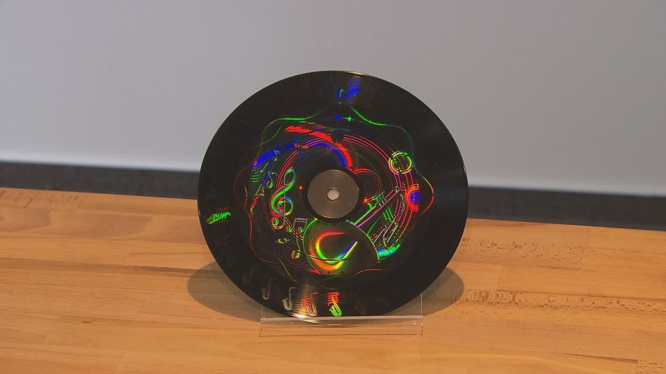 Hologram na vinylové desce