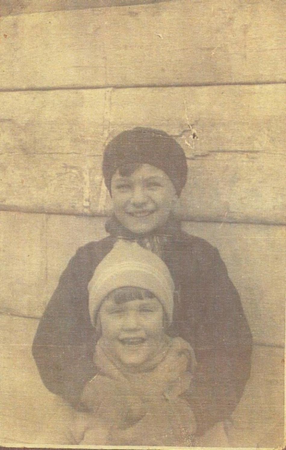 Doris s bratrem před II. světovou válkou