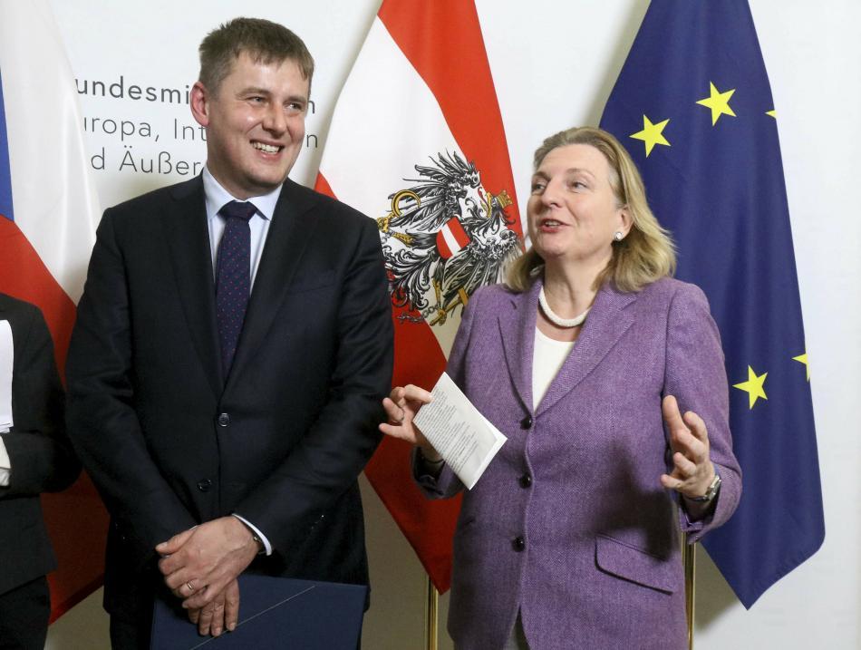 Tomáš Petříček a Karin Kneisslová