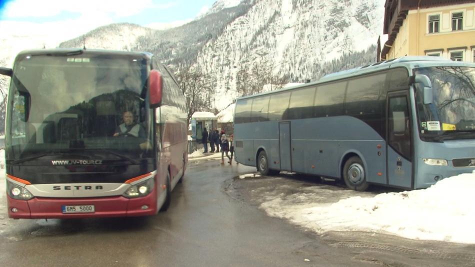 Autobusy budou smět do Hallstattu jen s propustkou
