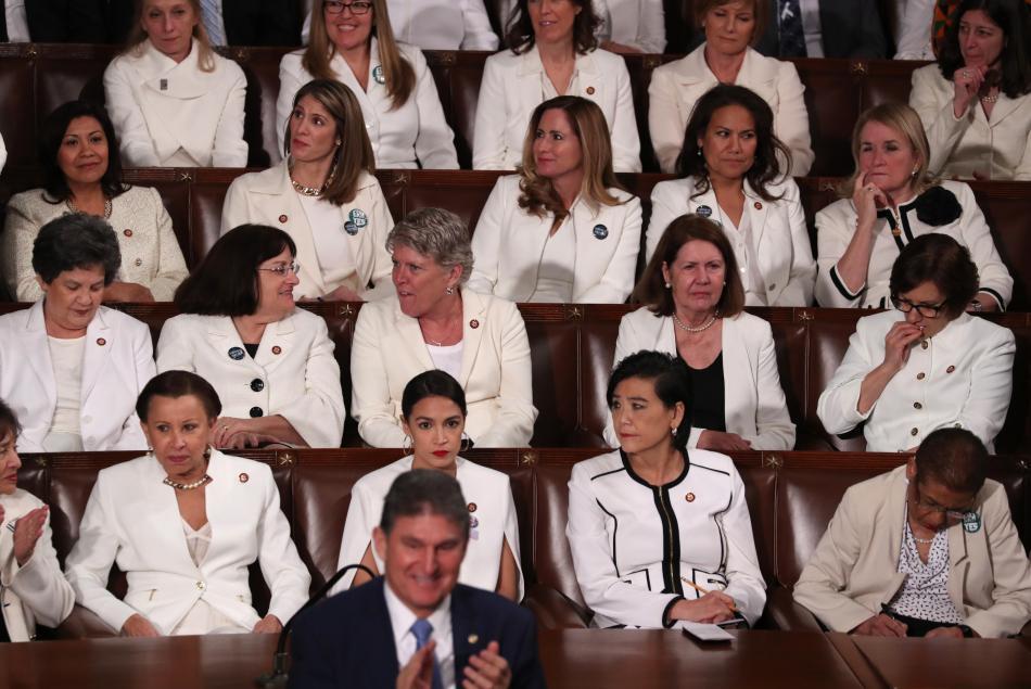 Demokratky oděné v bílé