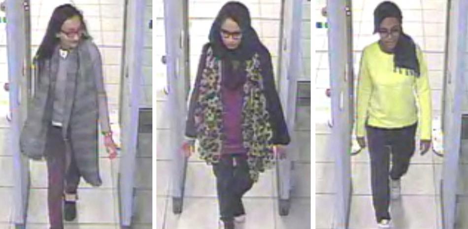 Trojici Britek mířících do Sýrie zachytily v roce 2015 bezpečnostní kamery na letišti Gatwick