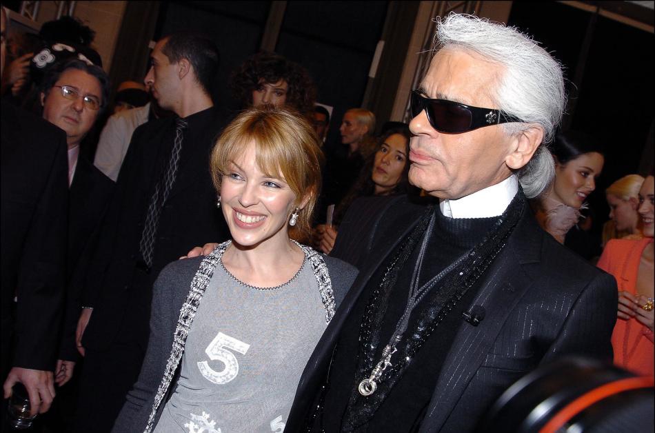 Karl Lagerfeld s Kylie Minogue na přehlídce Chanelu v lednu 2004