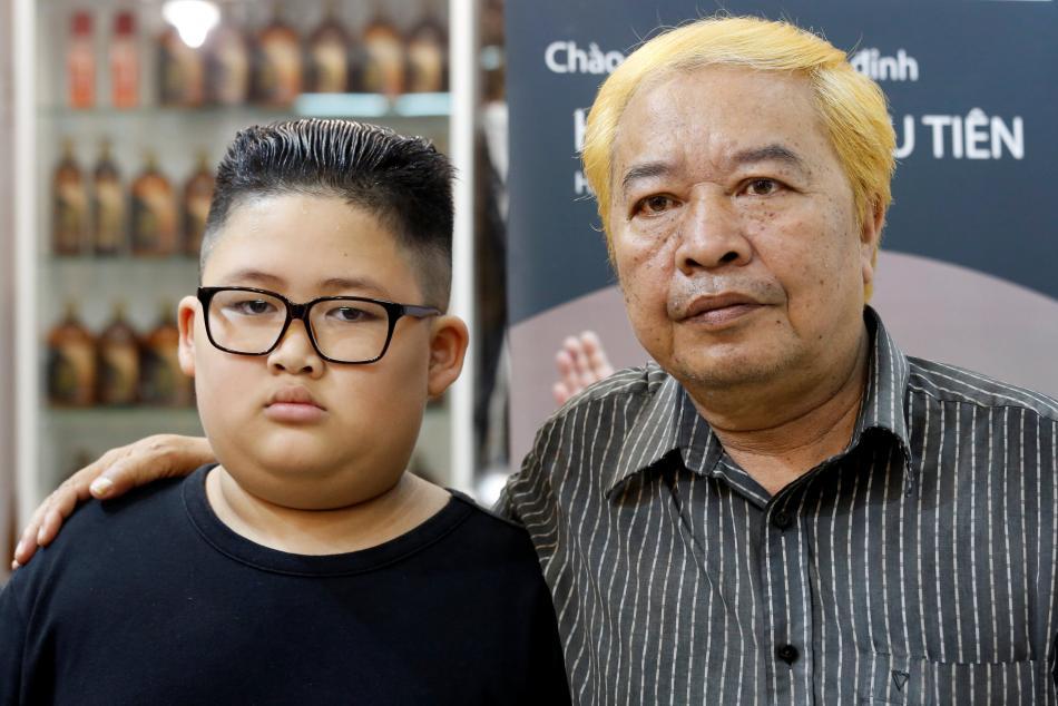 Účesy alá Trump a Kim jsou v Hanoji hitem