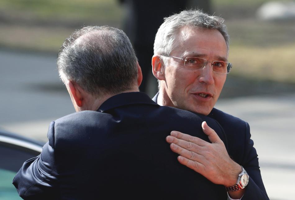 Andrej Kiska vítá Jense Stoltenberga v Košicích