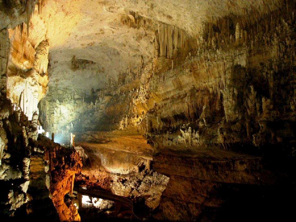 Horní část libanonské jeskyně Džajta