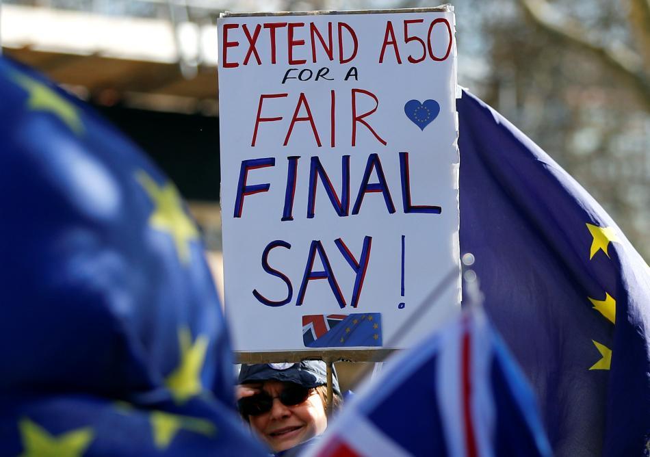 Demonstrace odpůrců brexitu před parlamentem