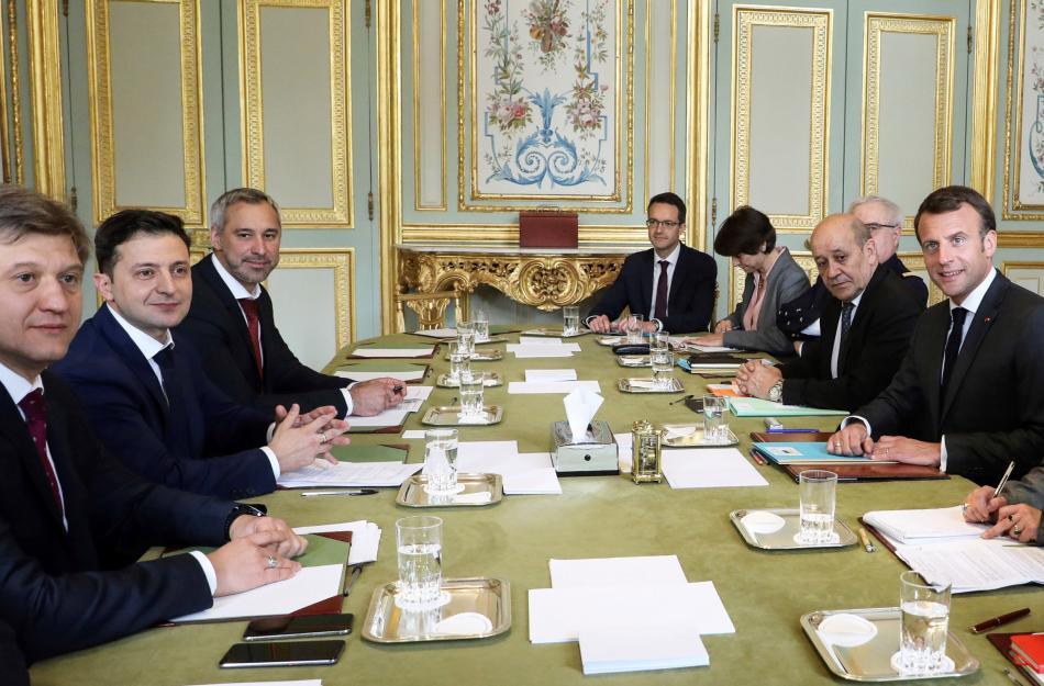 Volodymyr Zelenskyj na jednání s francouzským prezidentem Macronem