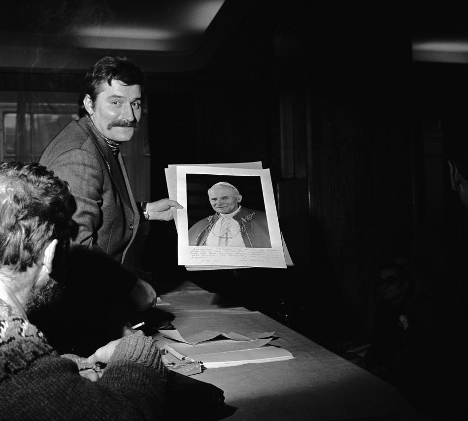 Lech Walesa s portrétem Jana Pavla II.