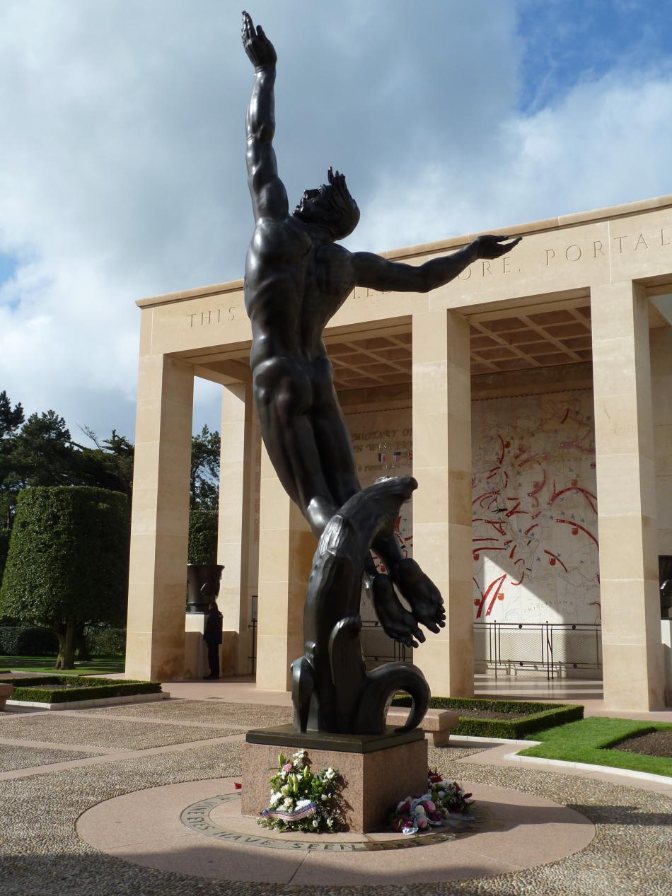 Bronzová socha Duch amerického mládí vystupující z vln