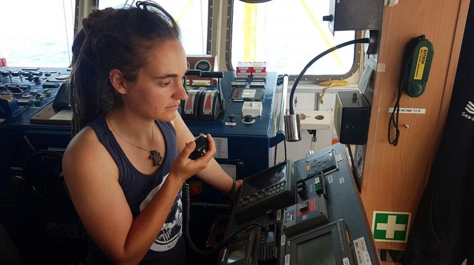 Kapitánka lodi Carola Racketeová