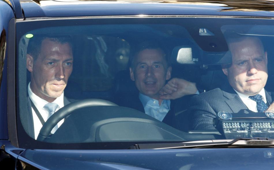 Jeremy Hunt odjíždí z britského parlamentu