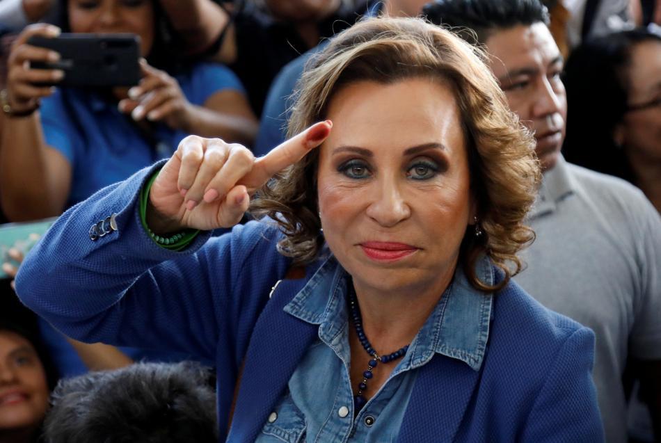 Sandra Torresová u volební urny