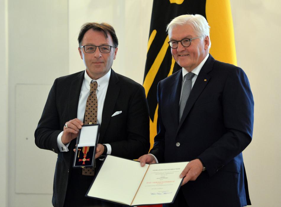 Radomski přebírá v říjnu 2019 státní vyznamenání od prezidenta Steinmeiera