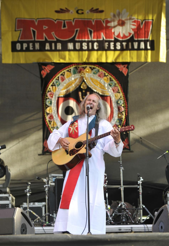 Ladislav Heryán je pravidelným hostem Trutnovského festivalu, kde na koncertním pódiu slouží mše