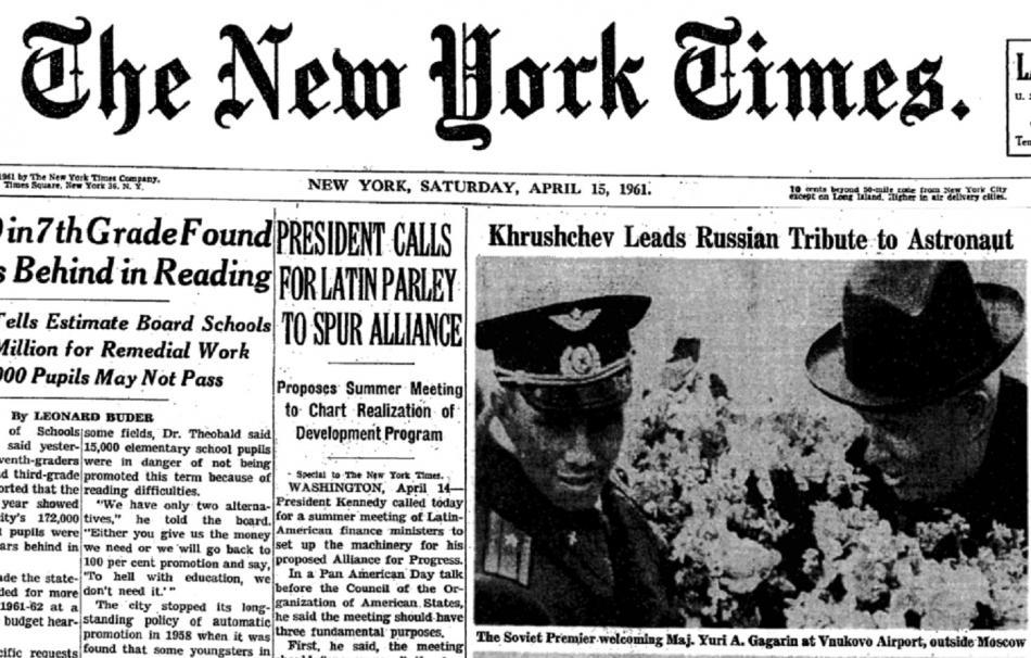 Americké noviny New York Times se na titulní straně Gagarinovi věnovaly několik dní v řadě. Na snímku je sovětský kosmonaut s Chruščovem
