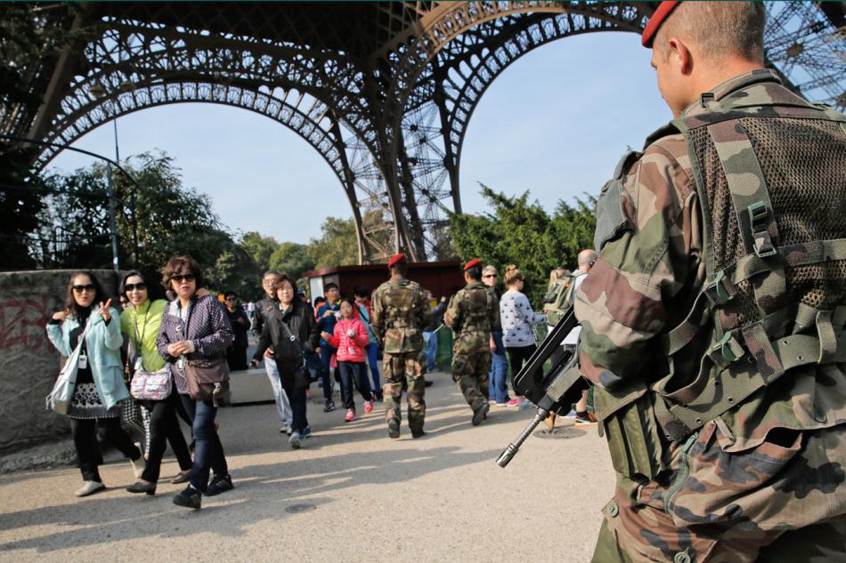 V Paříži byla posílena bezpečnostní opatření