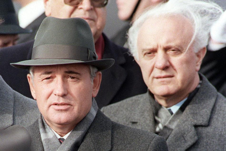 Michail Gorbačov a Eduard Ševardnadze na snímku z roku 1986