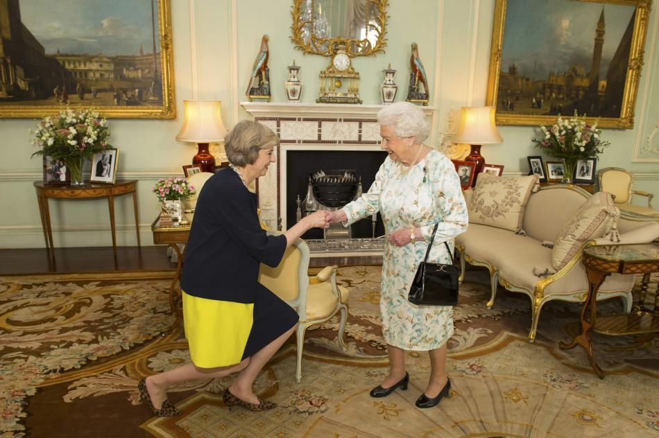 Mayová při své první premiérské audienci u královny
