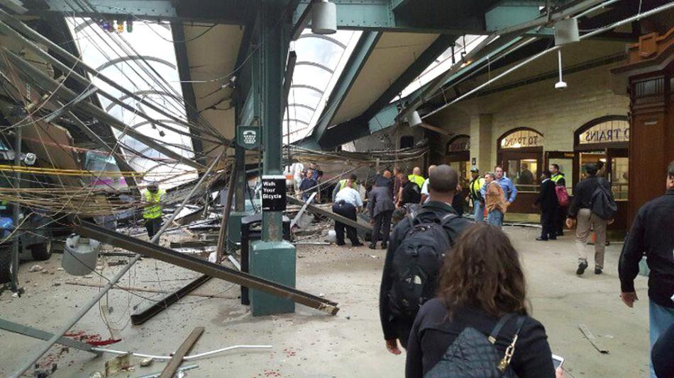 Poničený terminál v Hobokenu