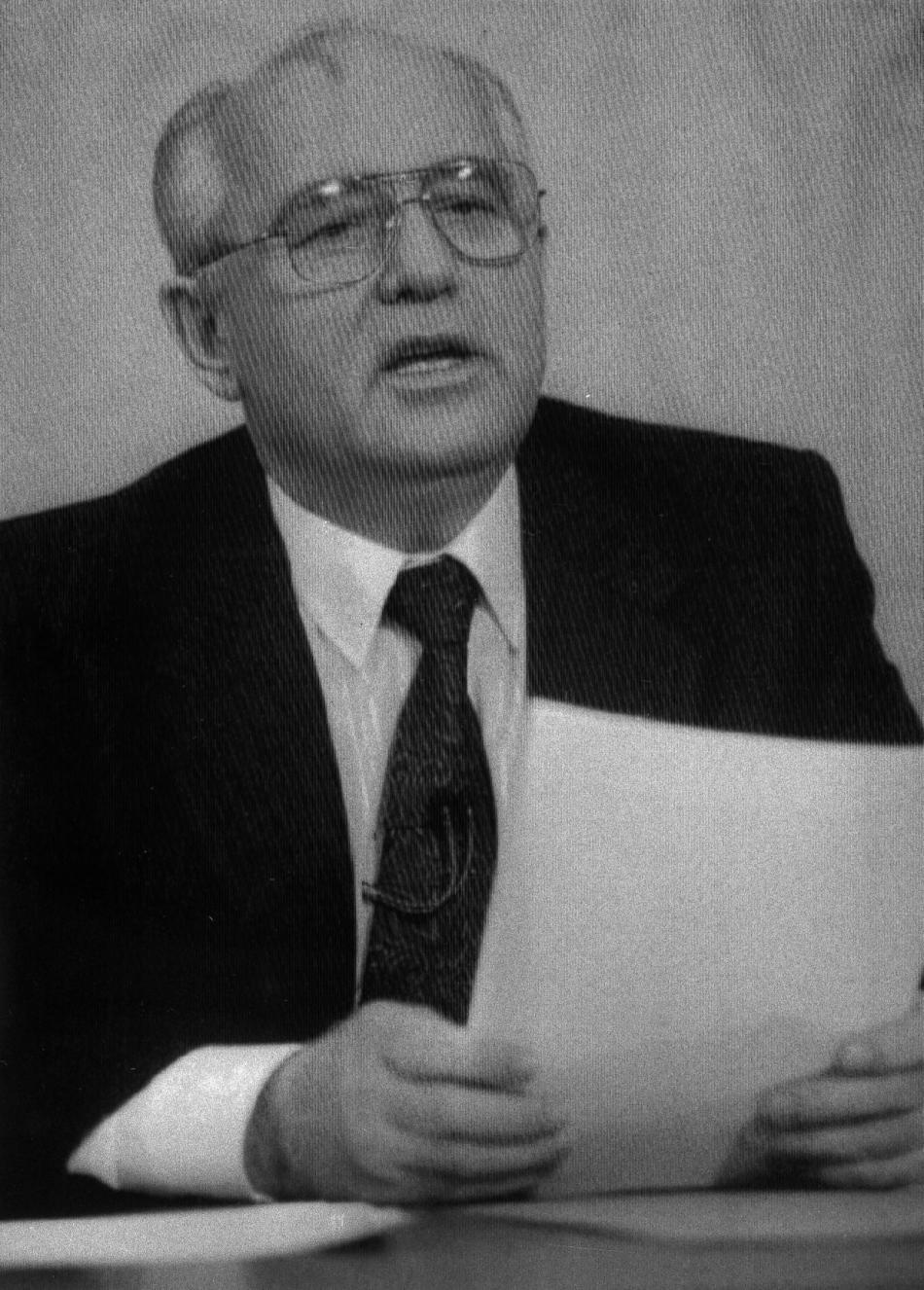 Michail Gorbačov během televizního projevu, ve kterém oznámil rezignaci na funkci sovětského prezidenta