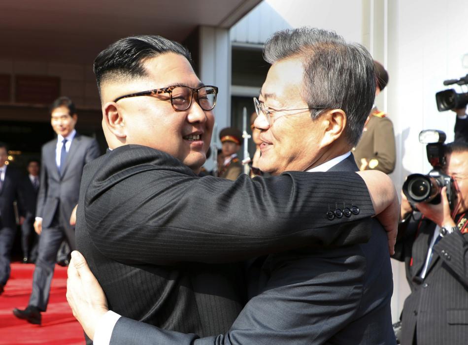 Šéfové obou Korejí se překvapivě opět setkali