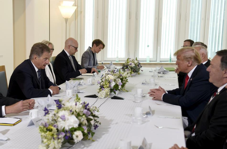 Finský prezident Niinistö (vlevo) při snídani s americkým prezidentem Trumpem