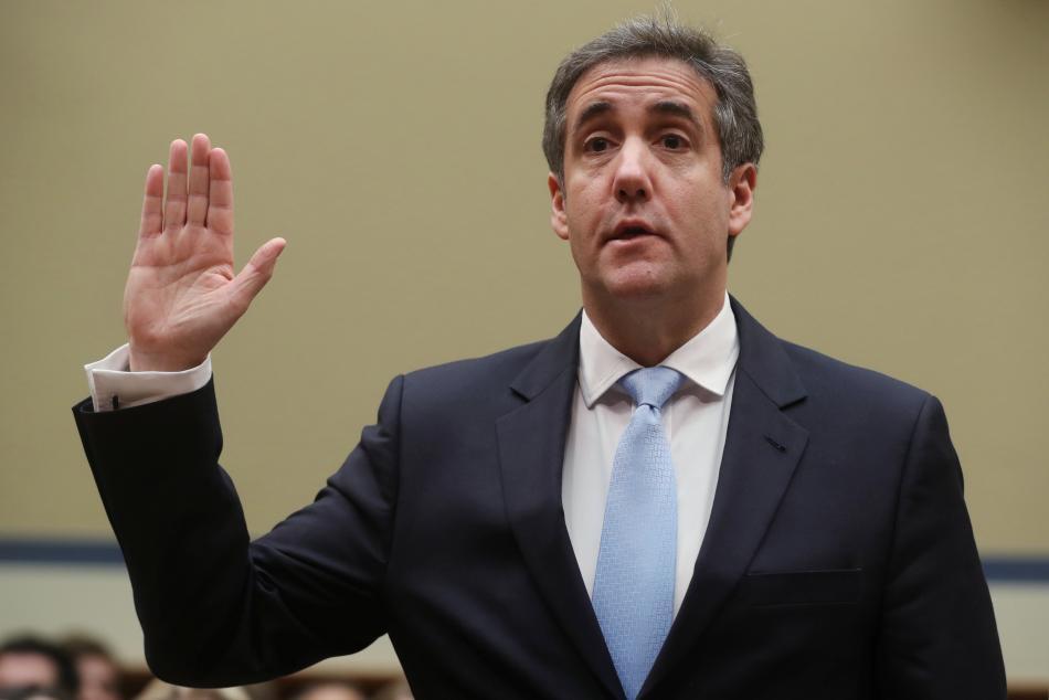 Michael Cohen přísahá před slyšením v Kongresu